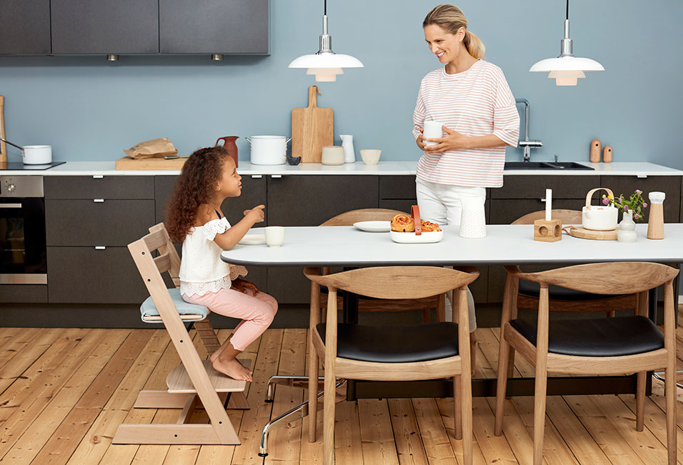stokke introduces tripp trapp in premium oak plus brand new accessories pr t pregnant. Black Bedroom Furniture Sets. Home Design Ideas